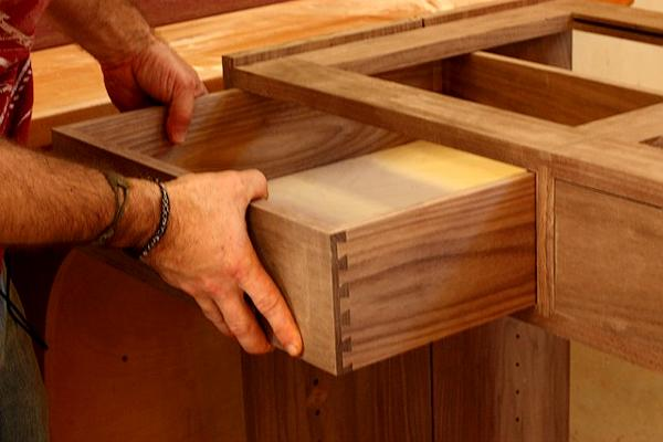 Fitting a drawer