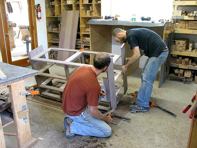 Assembling cabinet